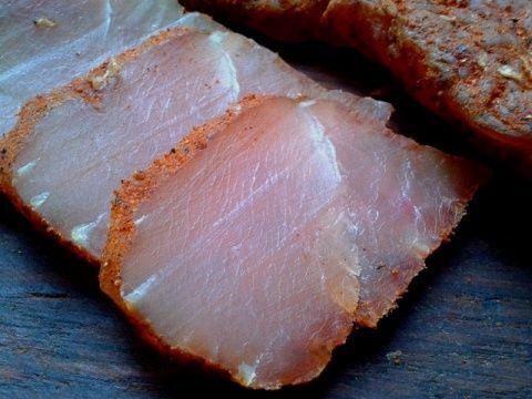 Вкуснейший мясной деликатес в домашних условиях - это просто! Вкус получается отменный, да ипроцесс приготовления очень простой ипроверен мною не раз.  Ингредиентов совсем немного, это: Куриное фил…
