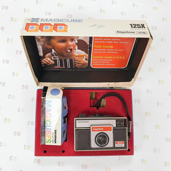 125 Type X Keystone Magicube instant loading camera, made in USA. Comes with camera and back of 3 magicube lights (one looks busted). This kit is sold as is - we did not take any photos with it.  ***** We're always on the hunt for unique and unusual collectibles! See them here: