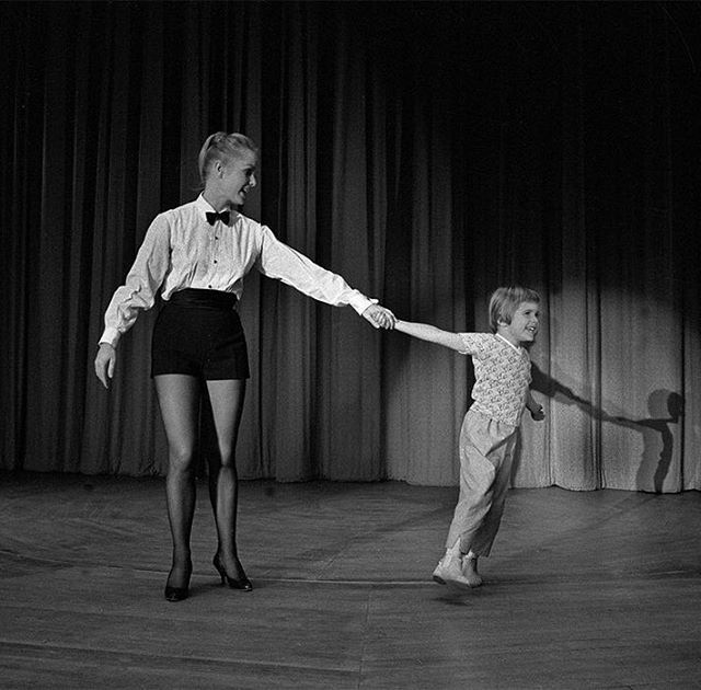 Look back at never-before-seen, intimate photos of Debbie Reynolds and her children, Todd and Carrie Fisher, with photographer Larry Schiller. See the exclusive slideshow at the link in bio.