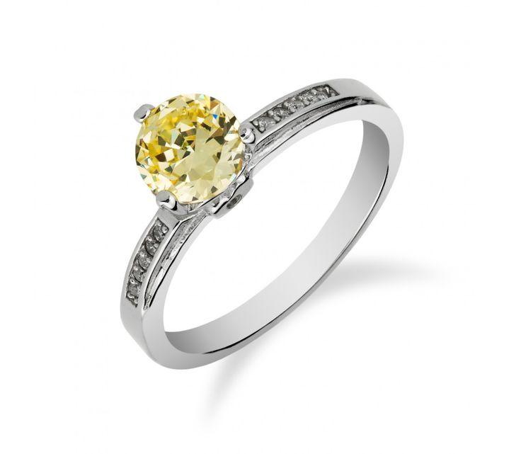 Stříbrný prsten s drobným citrínem a zirkony