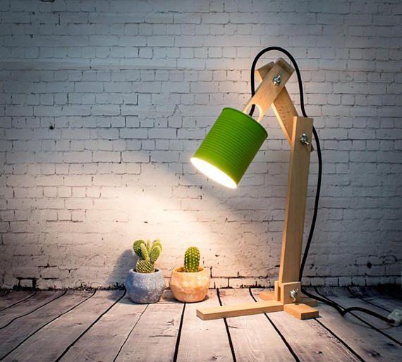 He encontrado este interesante anuncio de Etsy en https://www.etsy.com/es/listing/546810651/lampara-escritorio-madera-lata-verde