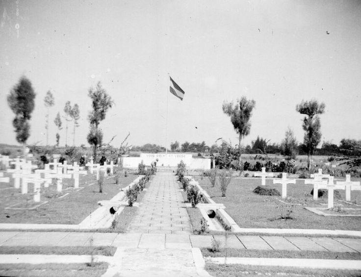 Erebegraafplaats ;Kembang Koening in Surabaya, Indonesië (1950)