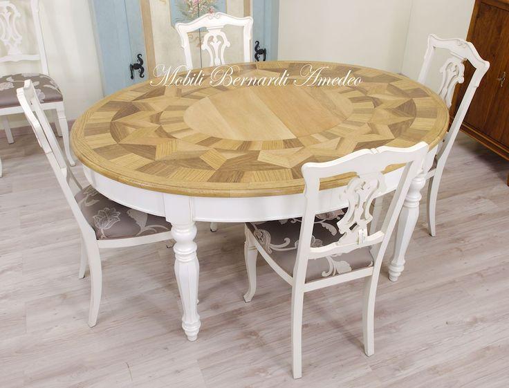 Oval extension table with walnut and oak inlays, lacquered legs. Tavolo ovale allungabile con piano intarsiato in noce e rovere, basamento laccato con gambe tornite.