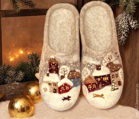 """Обувь ручной работы. Ярмарка Мастеров - ручная работа. Купить тапочки валяные  """"Зима в городе Н"""". Handmade. Тапочки валяные"""