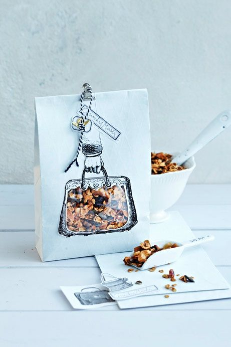 Great way to package homemade granola as a gift!  Think I've seen bags like this at the Container Store!!!