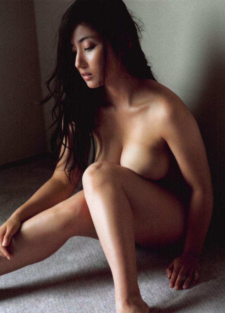 irie saaya new sexy pics