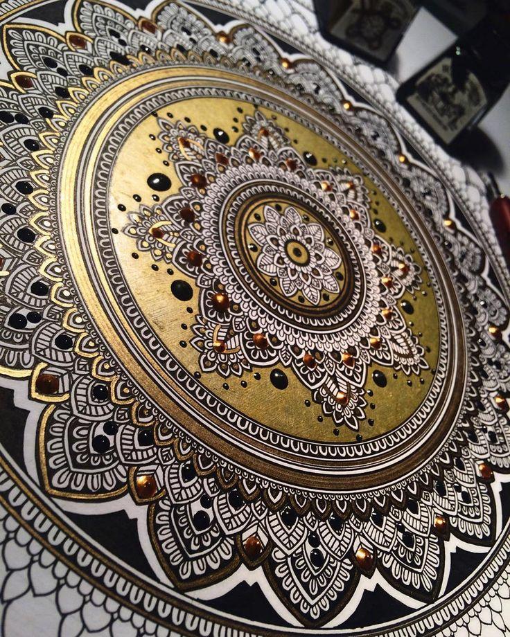 """The gold is so bright I wanna cry. yay. #mandala Gold coin. ⚜ #murderandrose"""