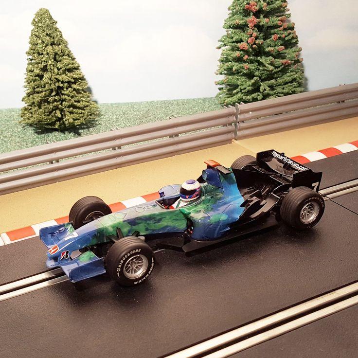 Scalextric 1:32 Digital Car – C2817D F1 Honda Earth Car Jenson Button #7 #A