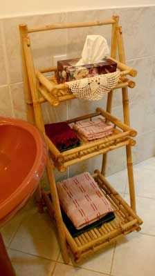 Bamboo Shelf great for bathroom.                                                                                                                                                                                 Más