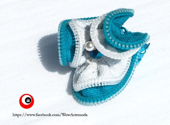 Jewel Ring on turquoise filigree base and double zip hand sewed as a flower with a blu swarovski and a little silver tone bead in the center - WoWArteModa