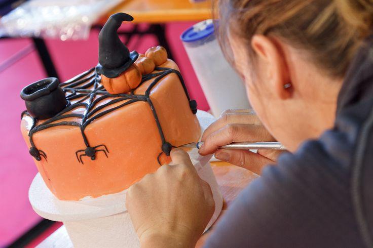 Sticken, malen, dekorieren, schneiden, nähen und kreieren, das ist Kreativ!