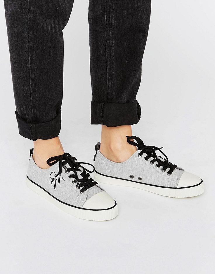 ¡Cómpralo ya!. Zapatillas de punto Donata de Calvin Klein Jeans. Zapatillas de deporte de Calvin Klein, Exterior de tela, Cierre de cordones, Borde con forma, Logo de la firma, Suela en contraste, Dibujo moldeado, Eliminar las manchas con un paño suave, Exterior: 100% textil. ACERCA DE CALVIN KLEIN El epítome del estilo chic minimalista, Calvin Klein transmite su amor por las líneas puras y sin costuras en la colección de lencería y accesorios de la marca. Bolsos y monederos funcionale...