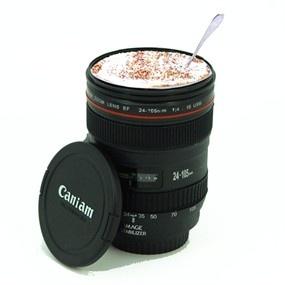 El objetivo de esta taza no es que saques buenas fotos, es para que te tomes tu bebida favorita de una forma muy divertida.  Taza objetivo19,50 €uros.