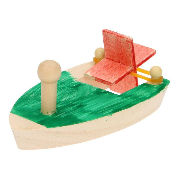Maak je eigen bootje met deze set. Monteer de verschillende houten onderdelen in elkaar, trek het elastiek naar achteren en zie hoe de motor begint te draaien. Wanneer je het bootje in het water legt, schiet hij er vandoor!