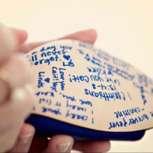 Algo azul: mensajes de las amigas de la novia en las suelas de tus zapatos #Casamiento https://www.facebook.com/RamosYTocadosMariaInesMurguiondo