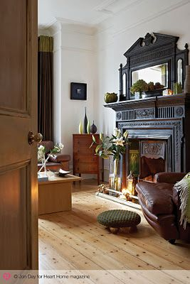 Love the black fireplace surround and over mantle.