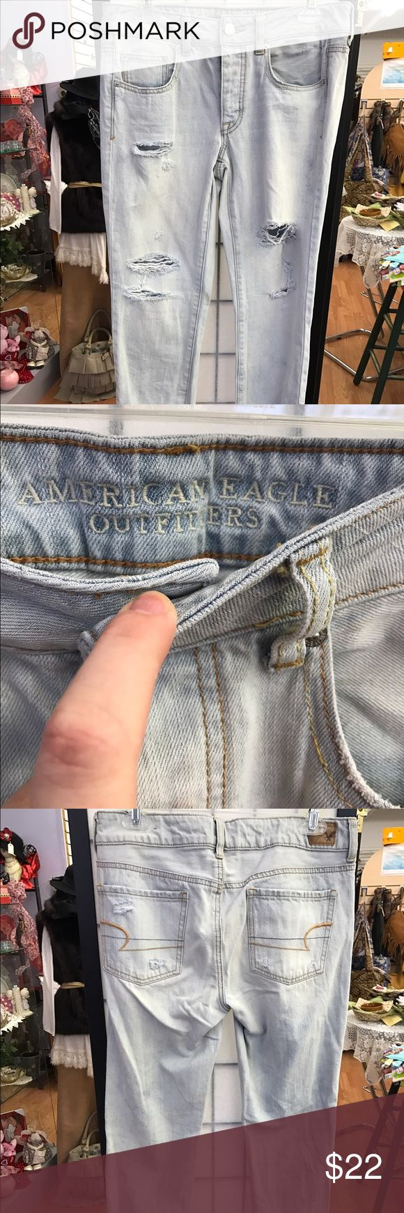 NWOT light wash American eagle boy crop size 4 Purchased online and because I'm curvy, they don't fit right. NWOT. Boy crop. Light wash Capri. Size 4 NEVER WORN 🅿️🅿️ available American Eagle Outfitters Jeans Ankle & Cropped