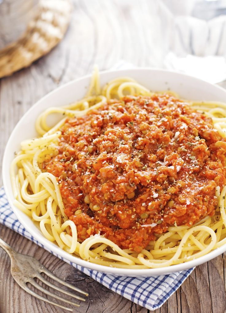 photo inspiration - use walnuts and brown lentils for a vegetarian bolognese