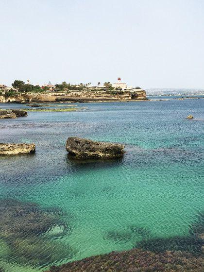 Einsame Buchten mittürkisem Wasser gibt's in Parco Marino del Plemmirio. Die perfekte Urlaubskulisse zum Entspannen.