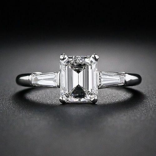 Anillo de compromiso, 1.08 kilates diamante Corte Esmeralda. #AnilloDeCompromiso