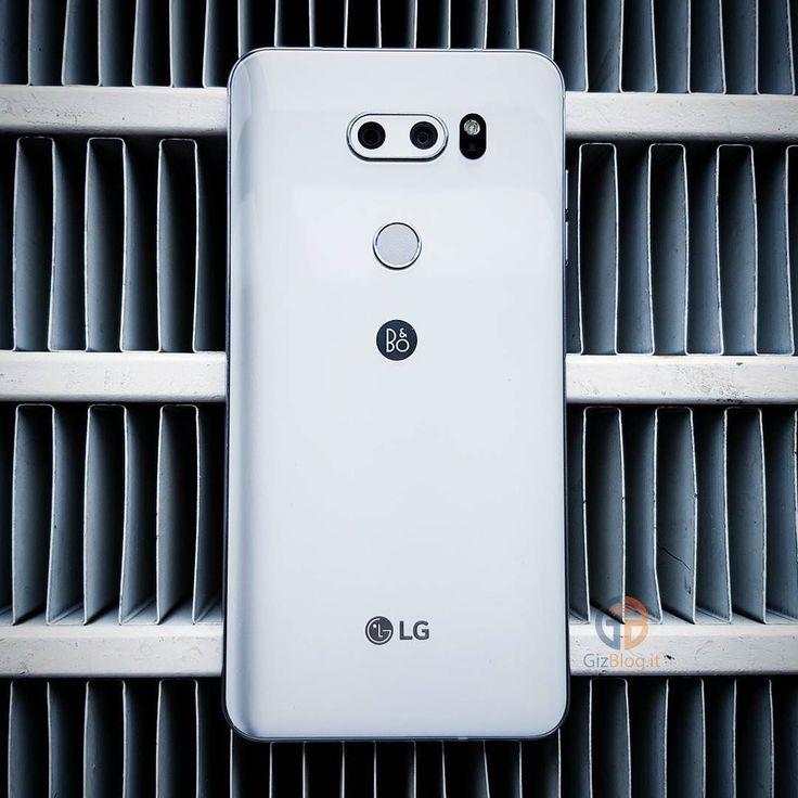 LG V30 é stato il vero protagonista di IFA 2017! E voi cosa ne pensate? . . . #lg #v30 #ifa #2017 #smartphone #android #dual #camera #photography #photo #nerd #geek #tech #androidonly