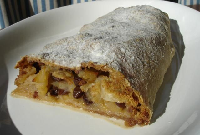 A Picture Book of German Kuchen - Traditional German Cakes: Traditional Austrian Apple Strudel