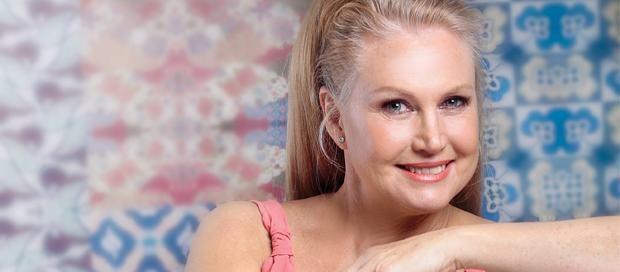 """#AnnelineKriel """"Of course word ek ouer,"""" sê Suid-Afrika se goue meisie, wat in 1974 as Mej. Wêreld gekroon is. As dit is hoe """"oud"""" lyk, gee ons nie om nie. Anneline verklap waar sy deesdae is."""