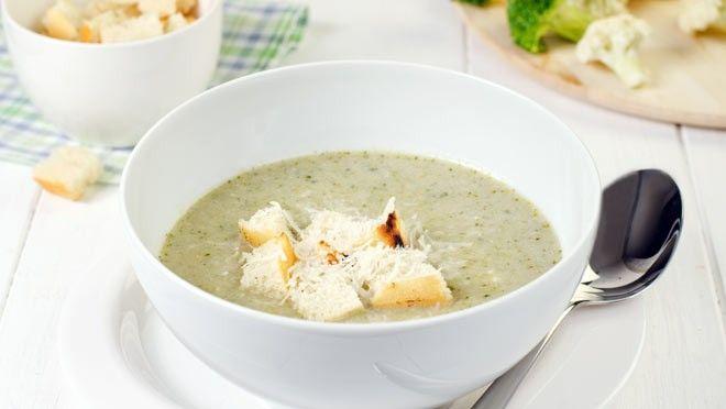 Broccoli-bloemkoolsoep met verse knoflookcroutons - recept   24Kitchen