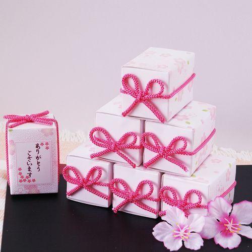 御用途:男性・女性を問わず、御用途:ウエディング・結婚式2次会はもちろん、誕生日パーティー・母の日・父の日・バレンタイン・義理チョコ・義理・義理返し・大量・個包装・会社 ・ホワイトデー・クリスマス・ハロウィン・開店・景品・来場・来店・粗品・引越し・退職時・産休後の出社、遅れてごめんねプレゼント、仏事・法事・一周忌など法要での引き出物や香典返し、引越しなどのご挨拶品、法人向け、ノベルティ、ばらまき、粗品、景品、異動、退職、お礼、歓迎会や送別会贈答品、雑貨や催事品も多数。お顔合わせの挨拶品、お返し、お礼回り品物、ホームパーティー用手土産、ウェルカムボード、プチギフト、粗品、お年賀「セール」「バーゲン」などちょっとしたイベントに、低予算で小さな心ばかりのプレゼントとして使ってください。