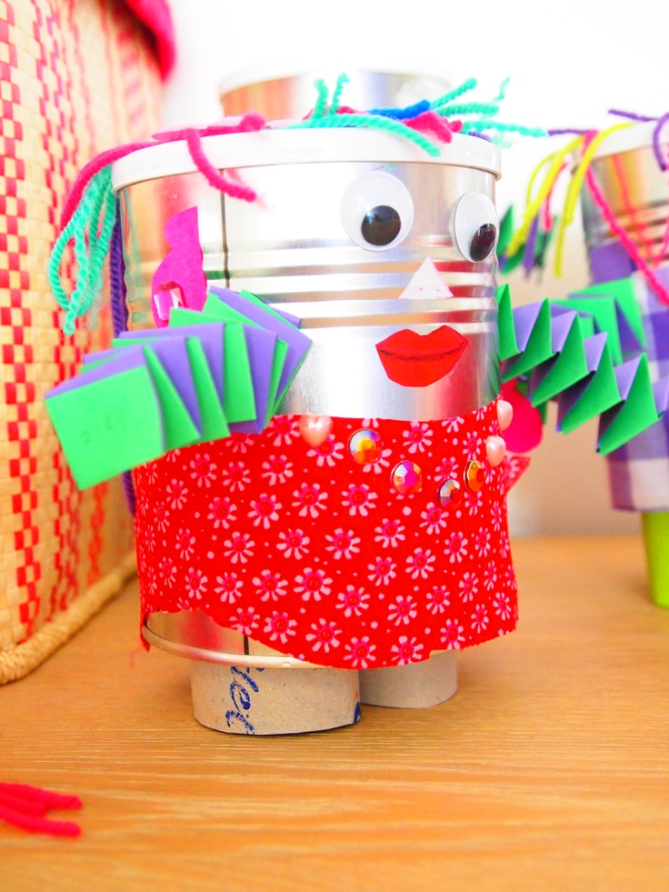 Een robot gemaakt van o.a. blik!