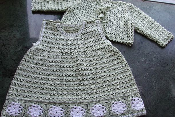 Vestido e casaquinho de crochê para bebe com gráfico