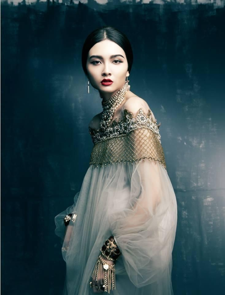 Ana Rosa/ I've always thought this dress was stunning but this pic reminds me of Bluebeard.. O.o