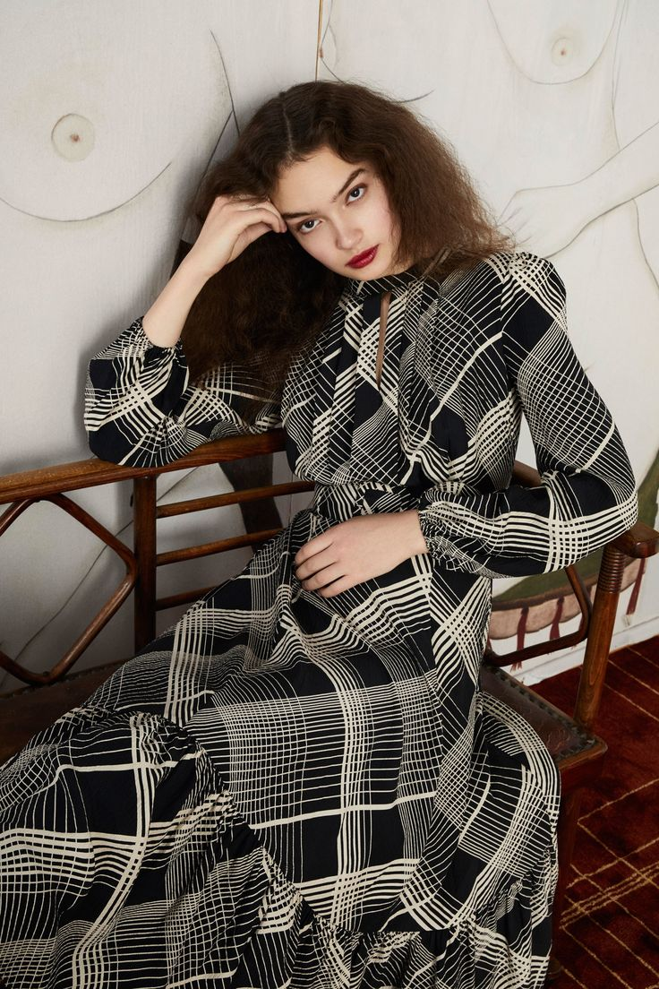 See the complete Co Fall 2017 Ready-to-Wear collection.