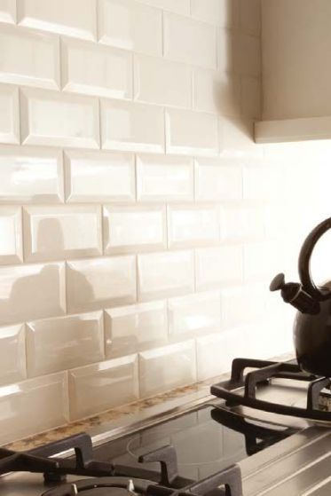 bevelled subway tile backsplash in a kitchen in a cream or off white colour