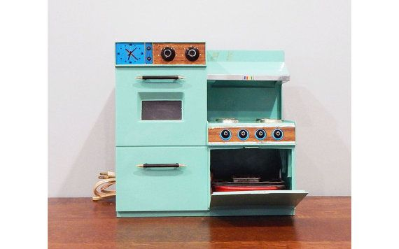 Hey, I found this really awesome Etsy listing at https://www.etsy.com/listing/504113825/vintage-betty-crocker-easy-bake-oven-by