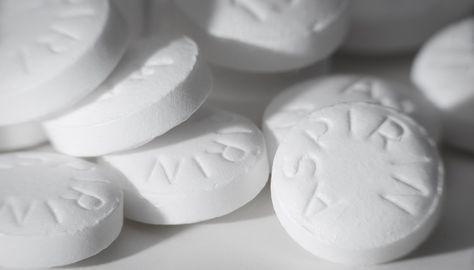 Aspirin maskesi için yapman gereken ilk şey 1 paket aspirin almak. Diğer yapman gerekenler de yazıda var. İşte bu kadar kolay!