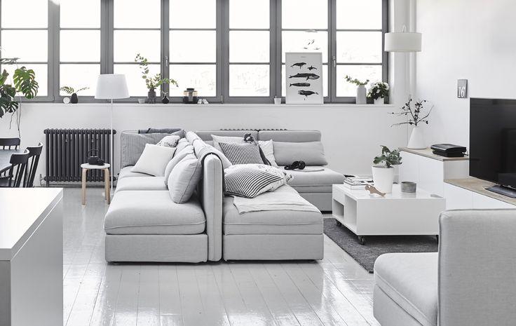 Sezioni del divano disposte con gli schienali l'uno contro l'altro - IKEA