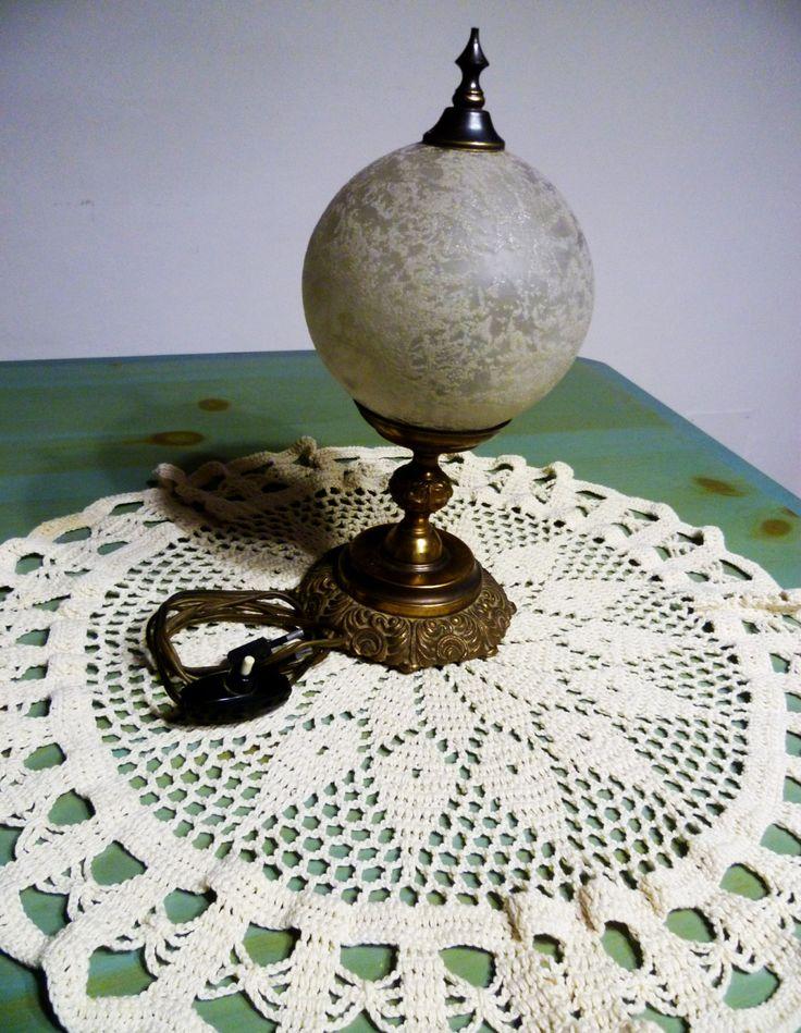 Abat jour in ottone con palla di vetro anni '50/Bedside lamps in brass with glass ball 50 years di BRAMAS su Etsy