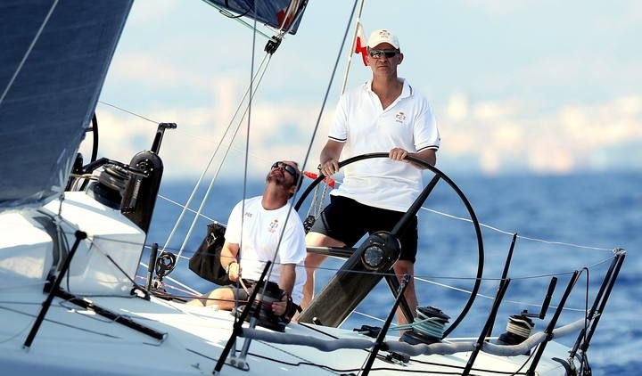 Felipe VI navega en la Copa del Rey de Vela