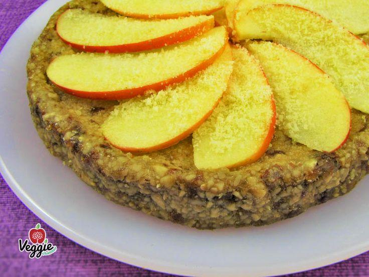 La classica torta di mele che non passa mai di moda qui rivisitata nella versione crudista vi conquisterà al primo assaggio