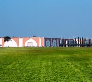 """Anni '80 - Grazie all'impegno imprenditoriale di Giuseppe Brunelli nasce nel 1987 la Brunelli Sud S.p.A., formando da allora una vera e propria """"partnership"""" con la R. Brunelli S.p.A., condividendo il comune obiettivo di promuovere il valore Brunelli."""