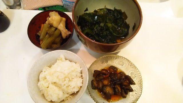 生ワカメの残りを酢の物にした。それとフキと手羽元の煮物。  I made the remainder of the straight seaweed vinegared food. The food boiled and seasoned of it and a butterbur and the origin of wing. http://www.kandamori.net/2017/02/blog-post_65.html #朝食 #夕食 #昼食 #ランチ #グルメ #ディナー #食事 #料理 #食料 #食べ物 #ご飯 #Breakfast #dinner #lunch #gourmet #meal #Dish #food #rice #cook #cooking