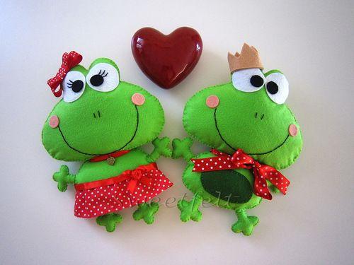 cute felt frogs