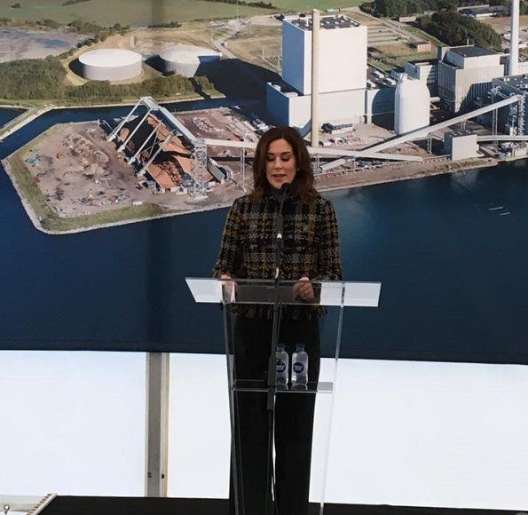 On October 25, 2017, Crown Princess Mary attended the opening of renoved Skærbæk Power Station (Skærbækværket) in Fredericia. The Skaerbaek power station at Fredericia, Denmark, was converted to produce heat and electricity using wood chips.