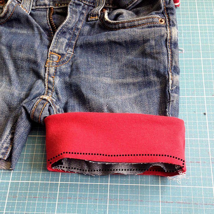 Lillesol und Pelle: Jeans Recycling Tutorial Bündchen annähen