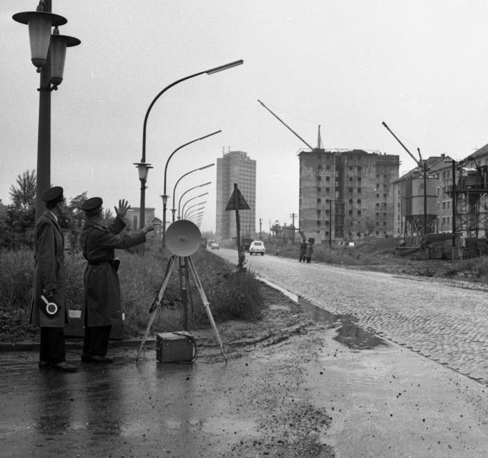 Szentpéteri kapu a kórház felől a toronyház felé nézve.