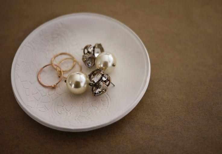DIY clay jewelry dishClay Jewelry, Clay Bowls, Diy Jewelry, Polymer Clay, Diy Rings, Diy Clay, Jewelry Holder, Rings Dishes, Jewelry Dishes