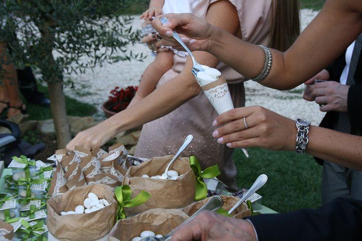 Un matrimonio country chic in campagna tra amici Una cerimonia sobria in una splendida basilicae una festa all'aperto sono stati gli ingr