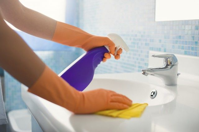 Detersivo fatto in casa per pulire il bagno, ecologico ed economico