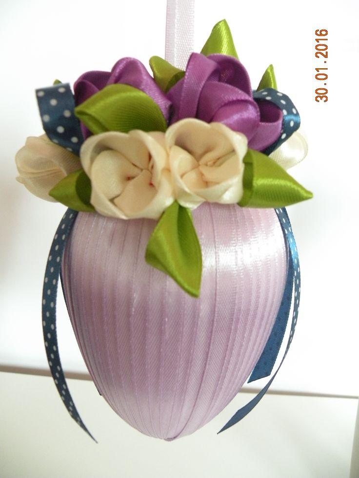Jajo Wielkanocne tulipany ze wstążki fiolet z kremem